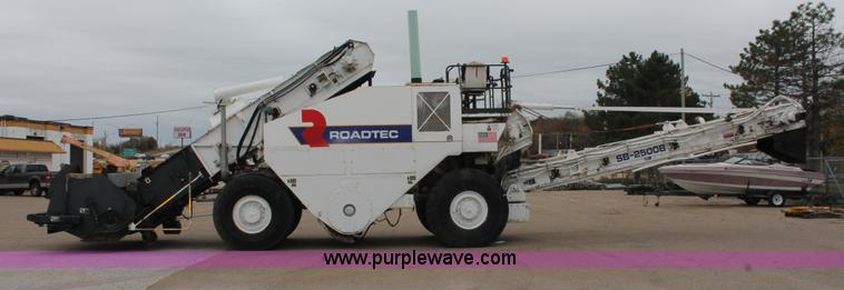 2000 Roadtec SB-2500B shuttle buggy material transfer vehicl
