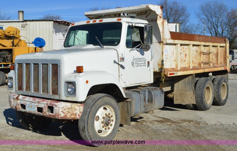 L4501 Image For Item 1989 International F2554 Dump Truck
