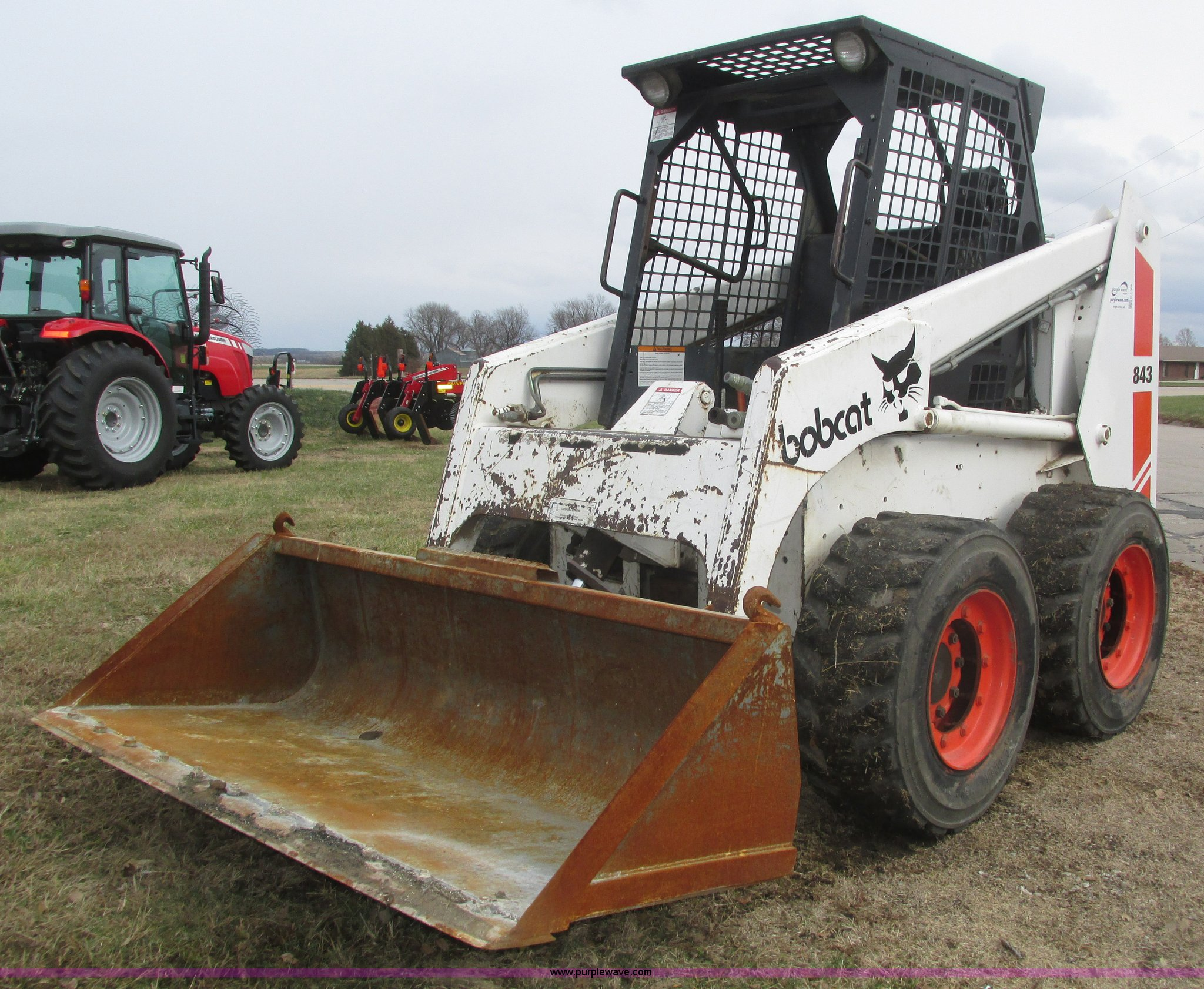 Array - bobcat 843 skid steer   item h1005   12 30 2015  rh   purplewave com