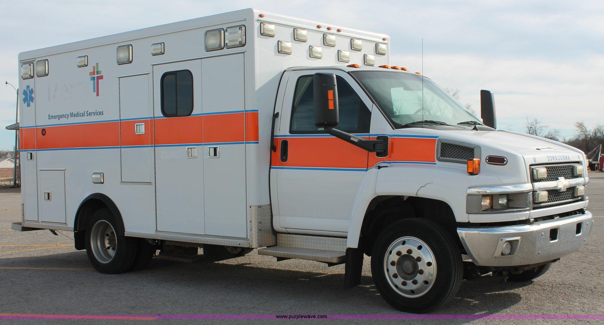 ... Chevrolet C4500 ambulance Full size in new window ...