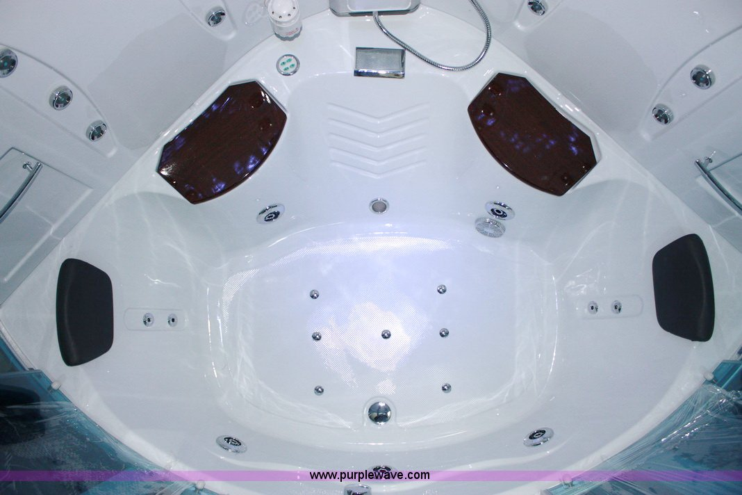 2016 Pure Steam and Bath™ whirlpool Jacuzzi and steam s...