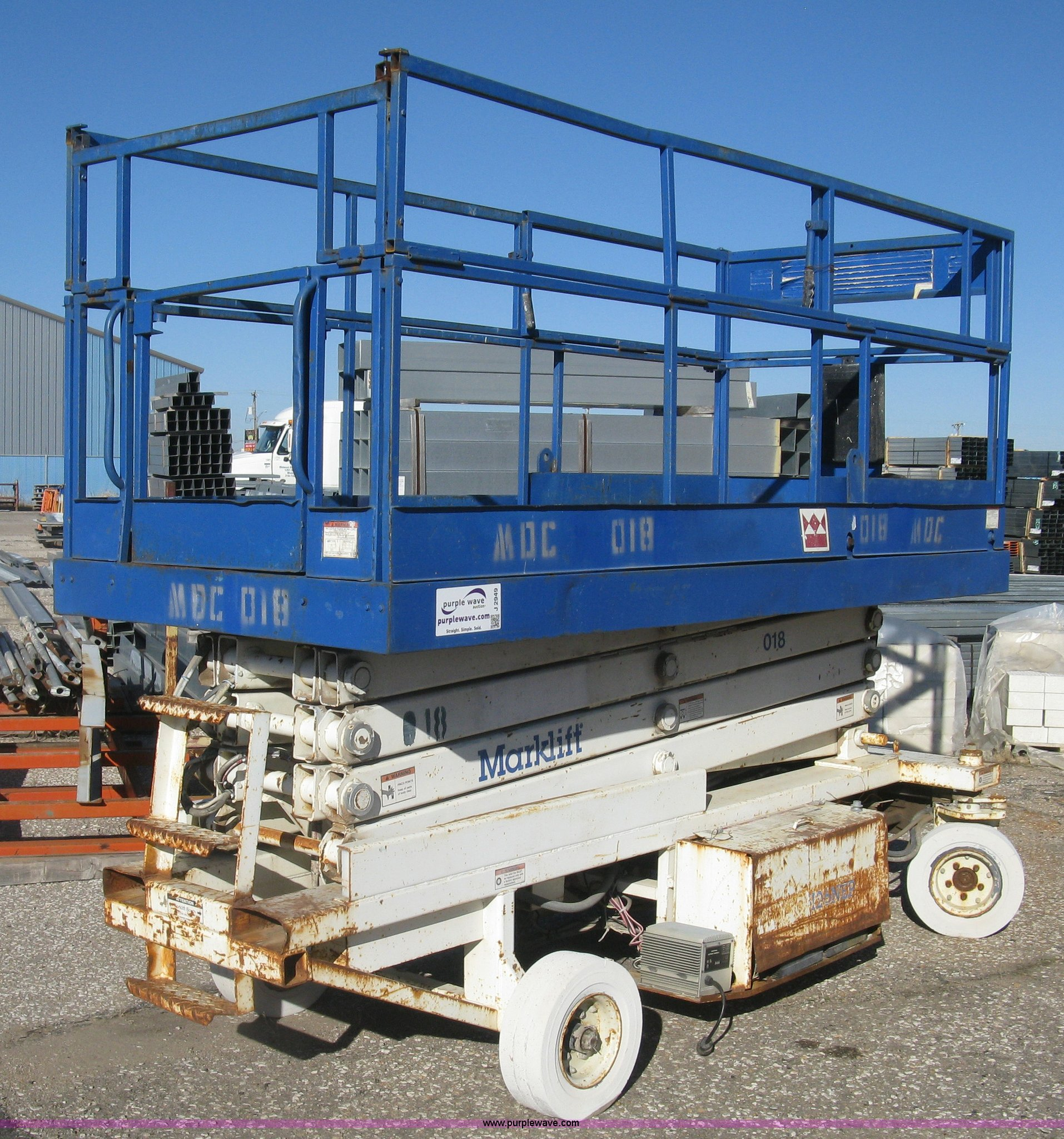 J2949 image for item J2949 Mark Lift CH30EP scissor lift