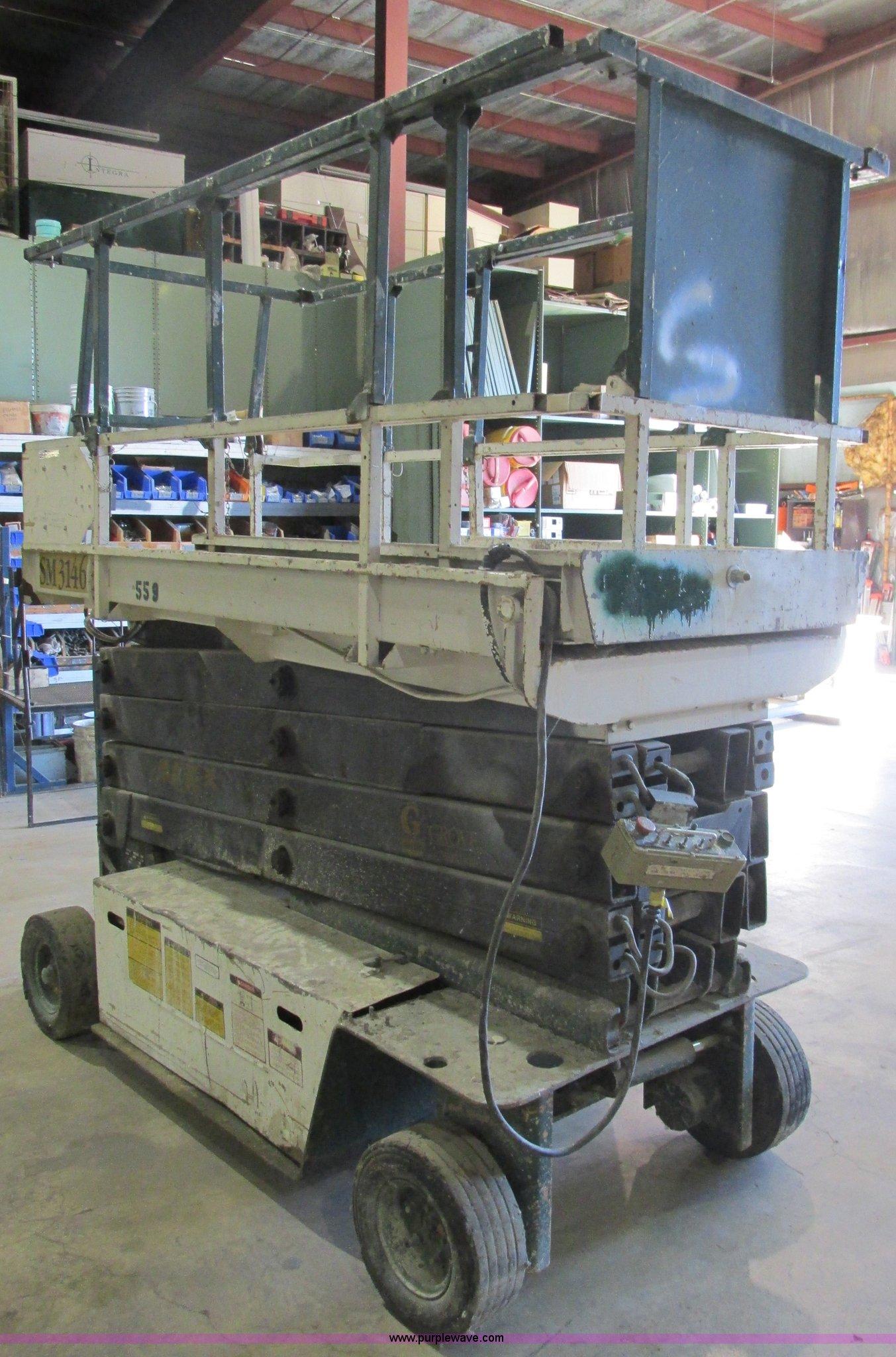 BS9898 image for item BS9898 1992 Grove SM3146E scissor lift