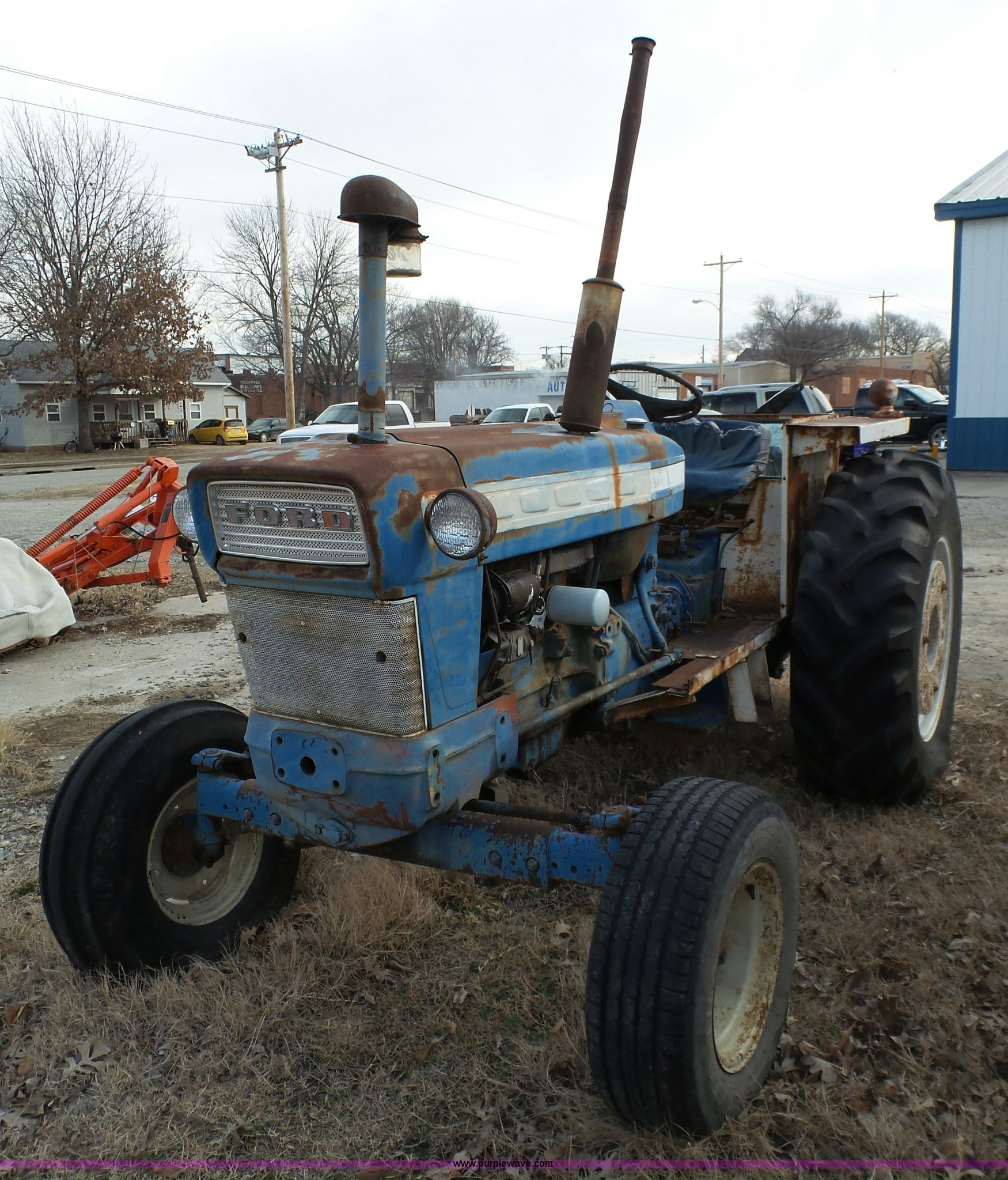 J7307 image for item J7307 Ford 5000 tractor
