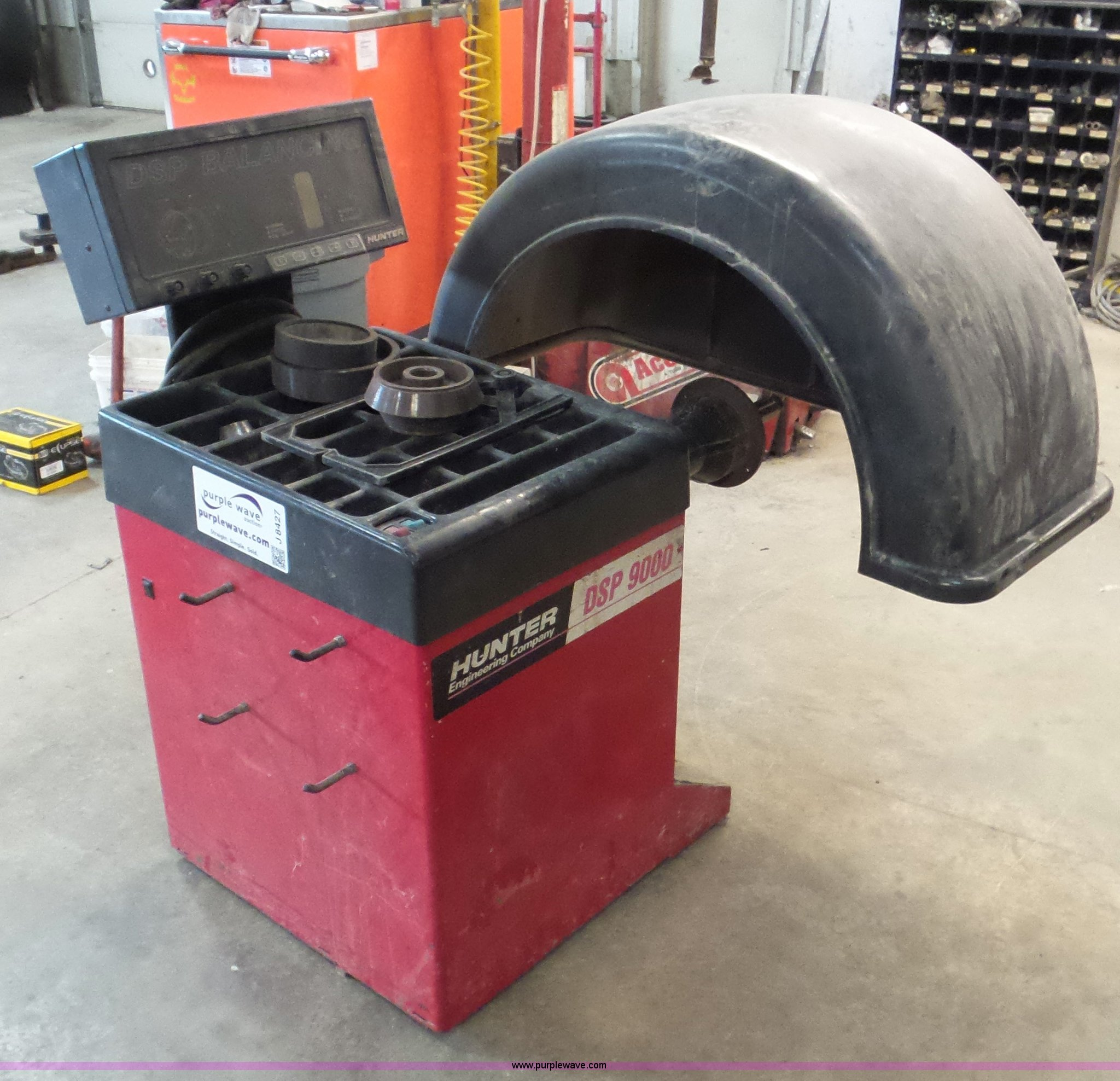 hunter dsp9000 tire balancer item j8427 sold march 9 ve rh purplewave com Hunter  Tire Balancer Parts Hunter Wheel Balancer Service Manual