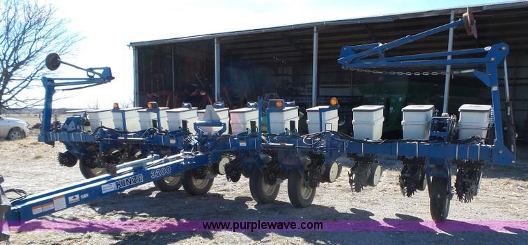 2010 Kinze 3200 No Till Planter Item J7675 Sold March 1