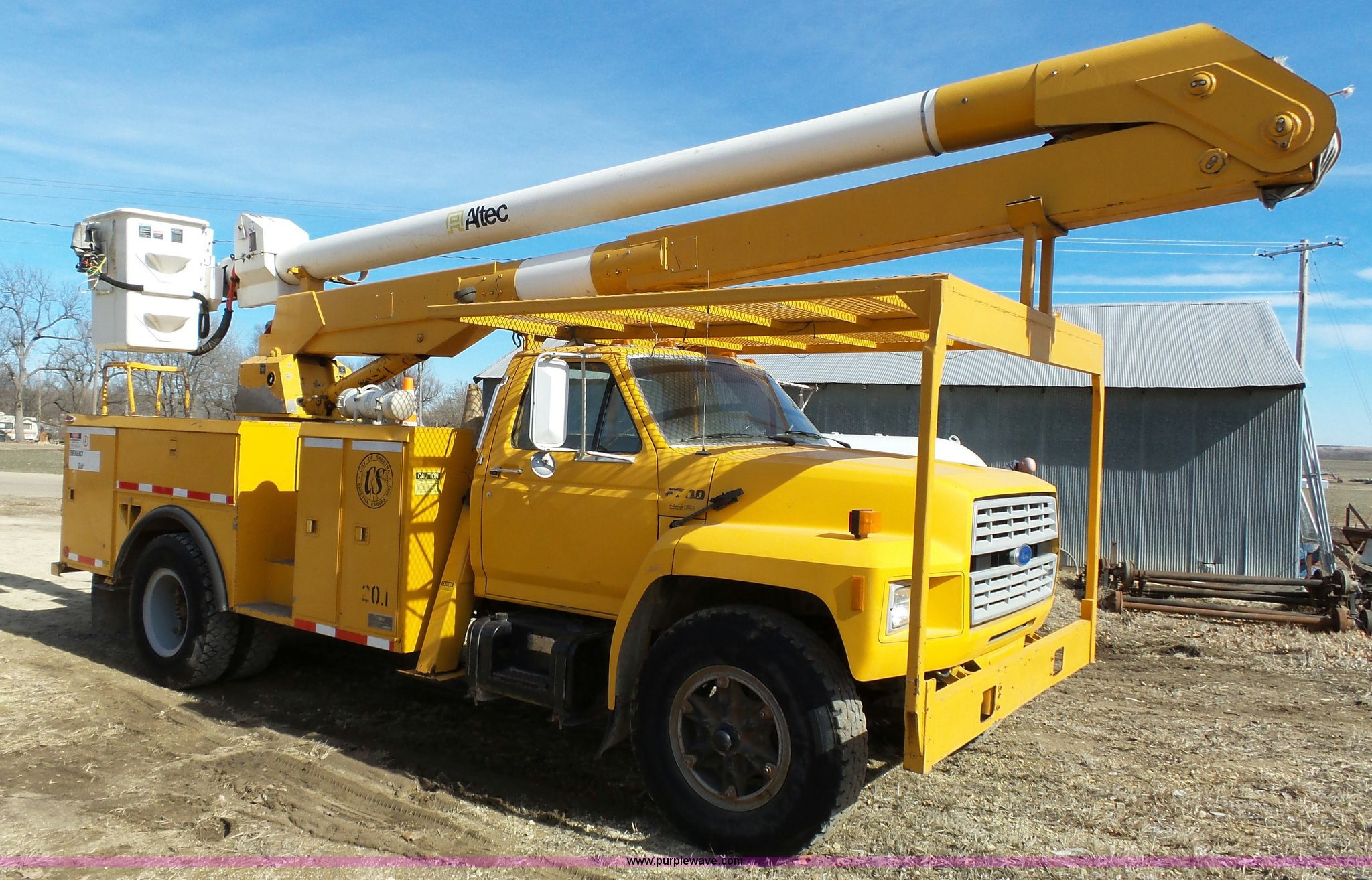 1988 Ford F700 bucket truck | Item L3666 | SOLD! March 23 Ve