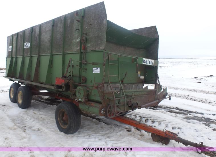 Balzer 6520 feed wagon | Item J1686 | SOLD! March 30 Ag Equi