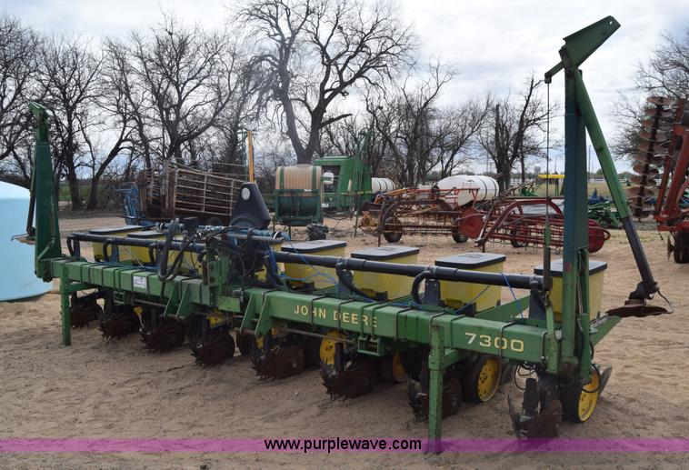 Ag Equipment Auction in Geneseo, Kansas by Purple Wave Auction