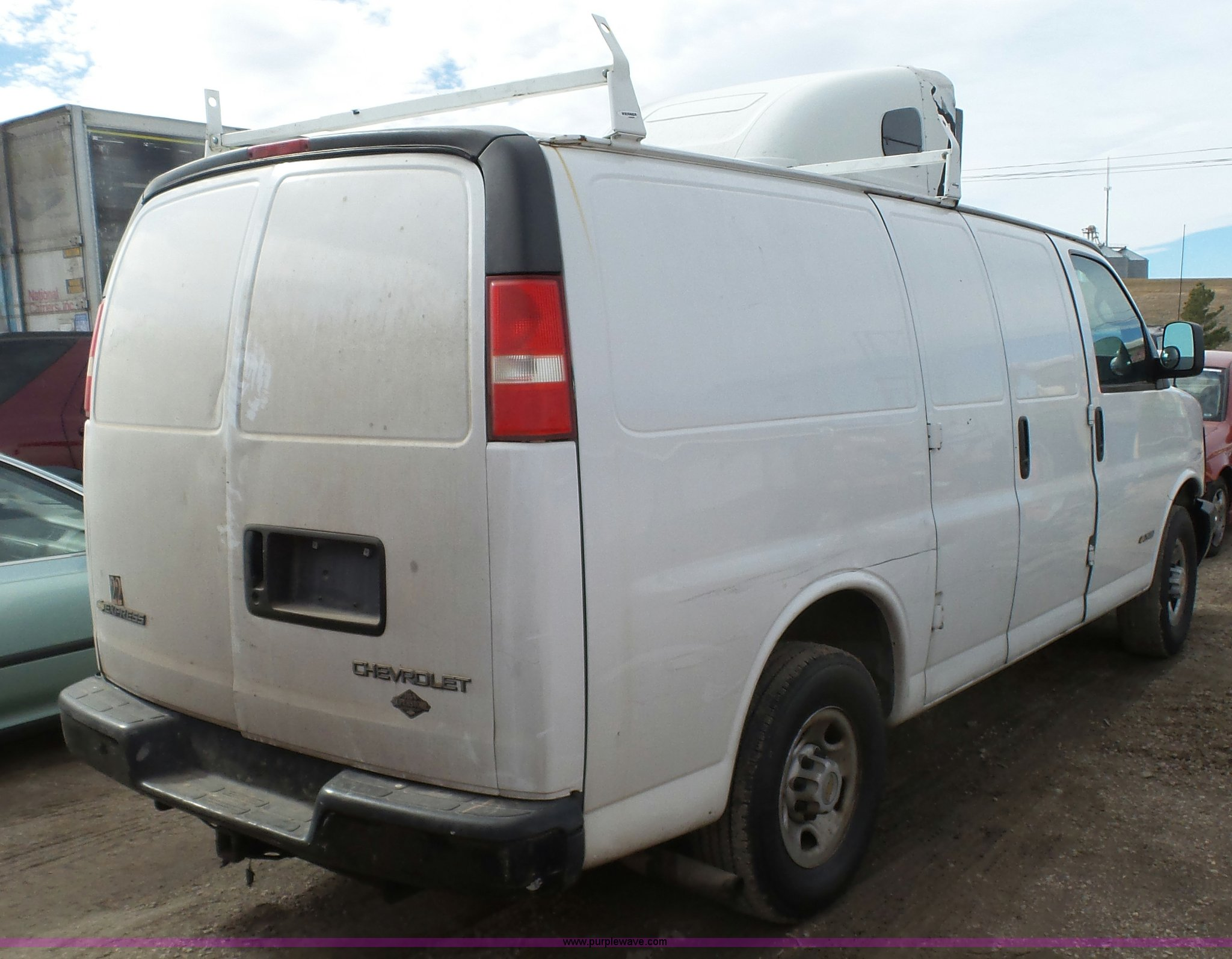 2005 chevrolet express 2500 cargo van full size in new window