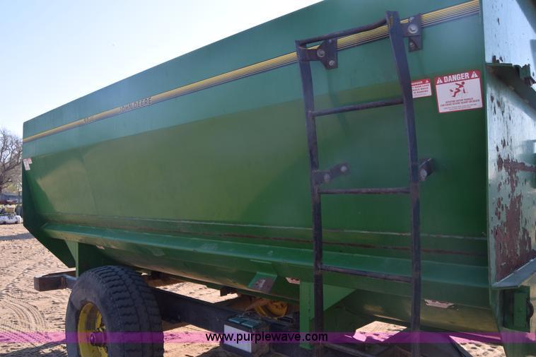 John Deere 152 feed mixer wagon | Item BX9946 | SOLD! April