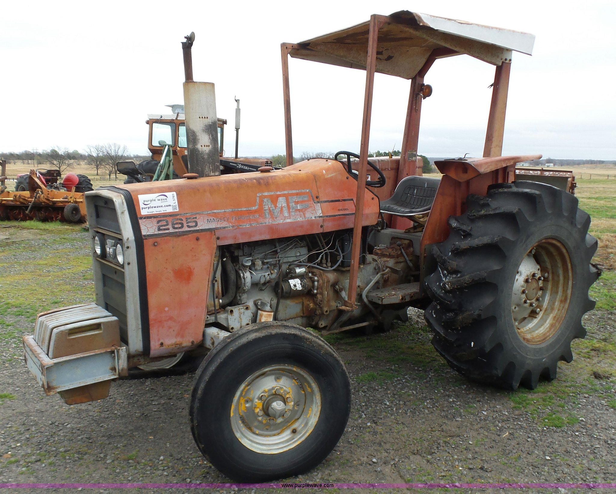 L5769 image for item L5769 1976 Massey Ferguson 265 tractor