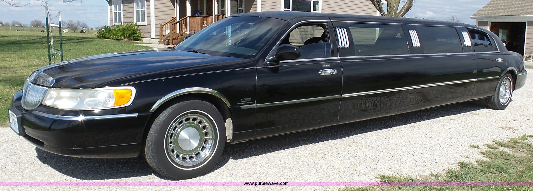 2000 Lincoln Town Car Limousine Item K4302 Sold April 2