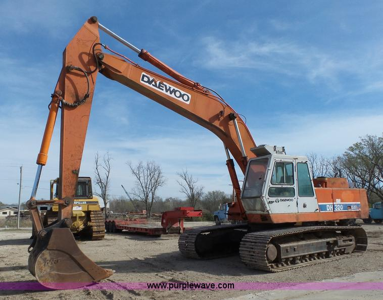 1995 Daewoo DH320 excavator | Item L6287 | SOLD! April 28 Co...
