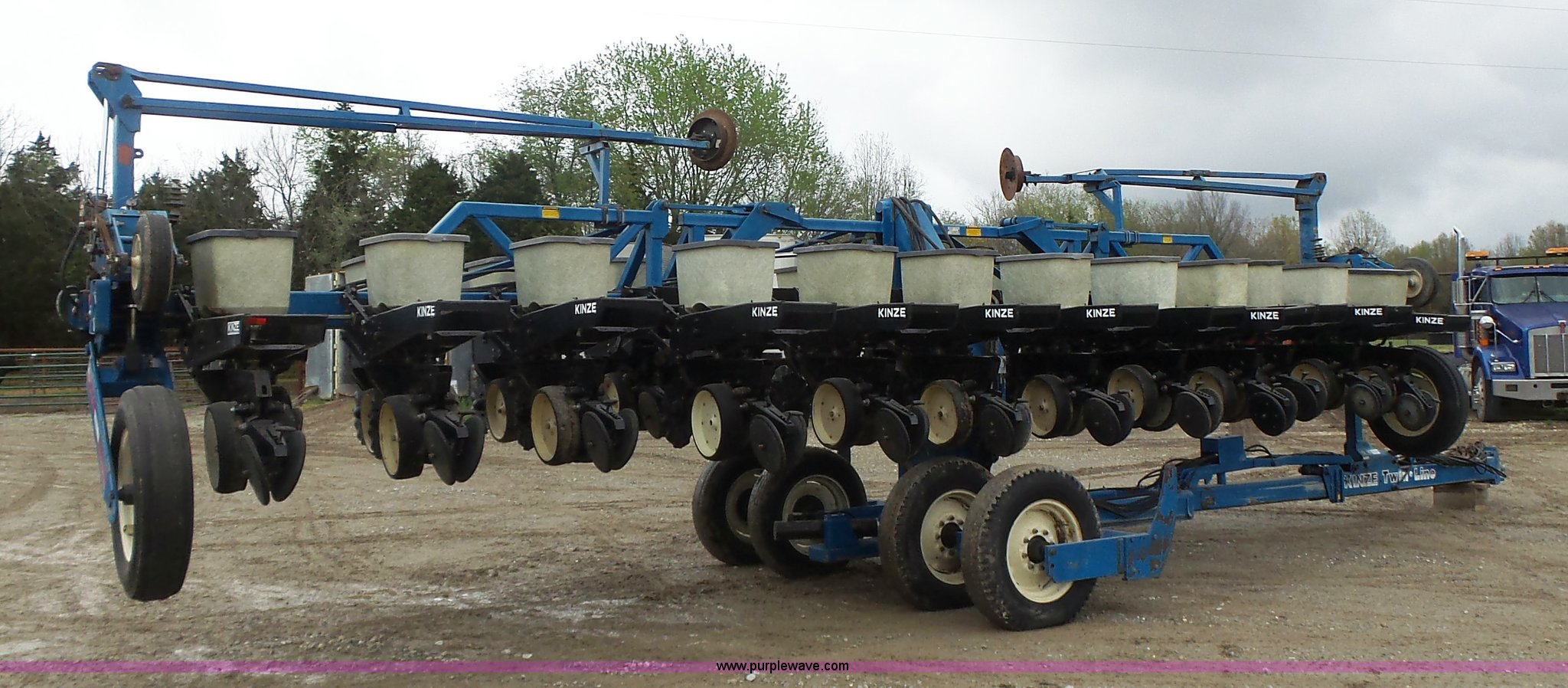 1996 Kinze 2300 Split Row Planter Item L6027 Sold May 1