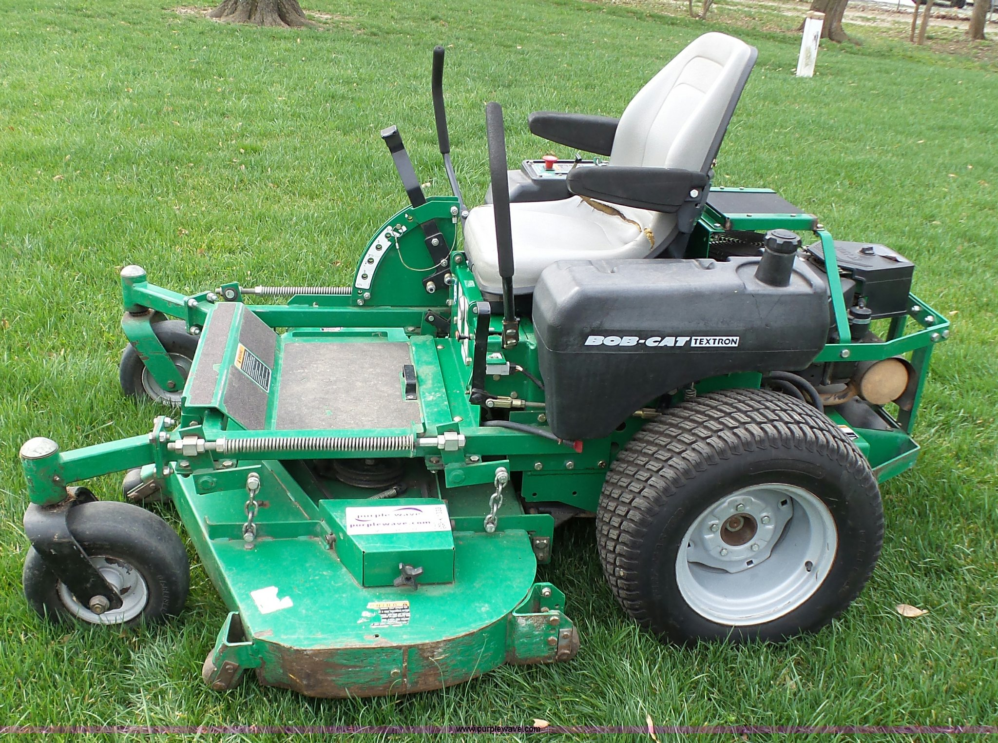 Textron Bobcat ZTR lawn mower | Item K1333 | SOLD! May 18 Ve