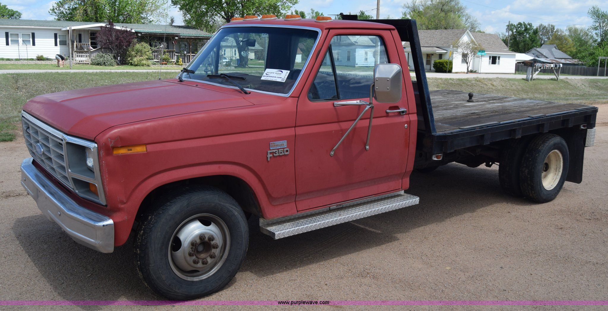 1985 Ford F350 flatbed pickup truck Item K6746