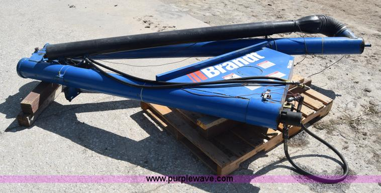 Brandt drill fill auger item aw9764 sold may 25 ag for Hydraulic auger motor for sale