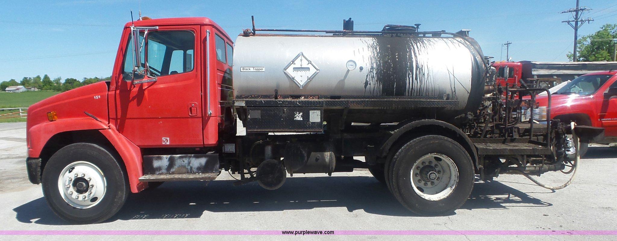1994 Freightliner FL70 oil distributor truck | Item L6332 |