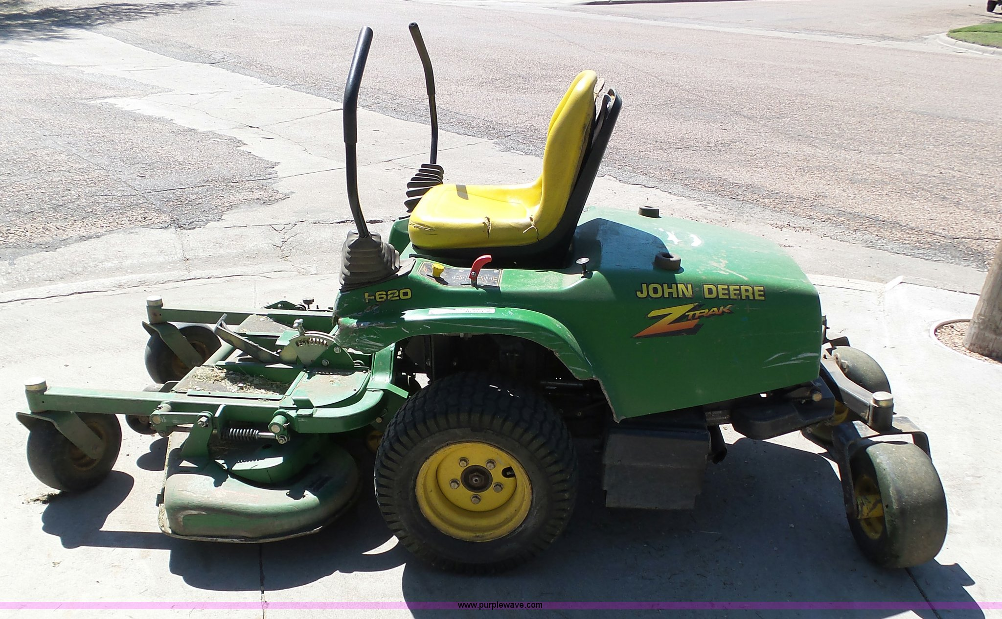 ... John Deere F620 Z-Trak ZTR lawn mower Full size in new window ...