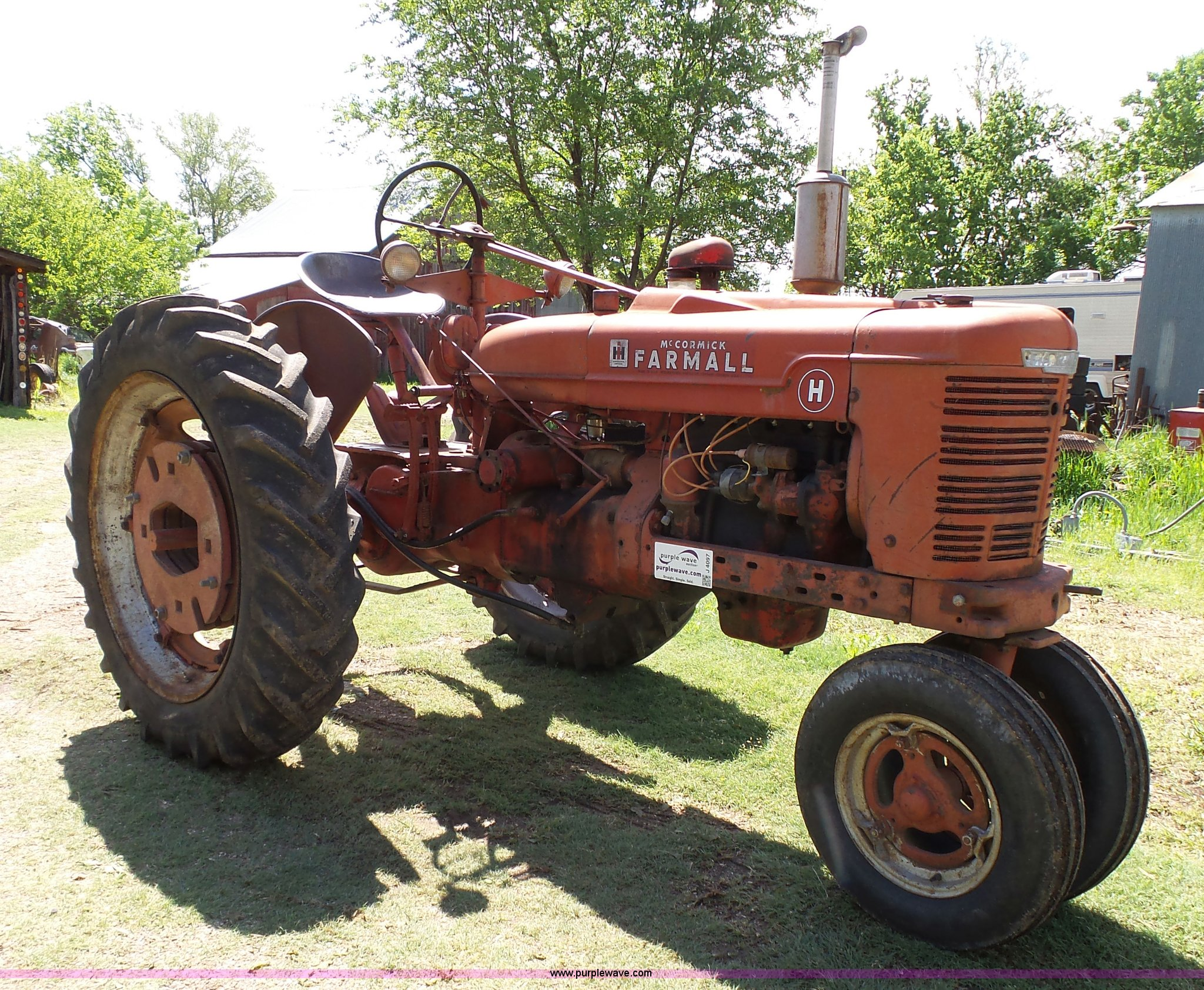 J4097 image for item J4097 1950 Farmall H tractor