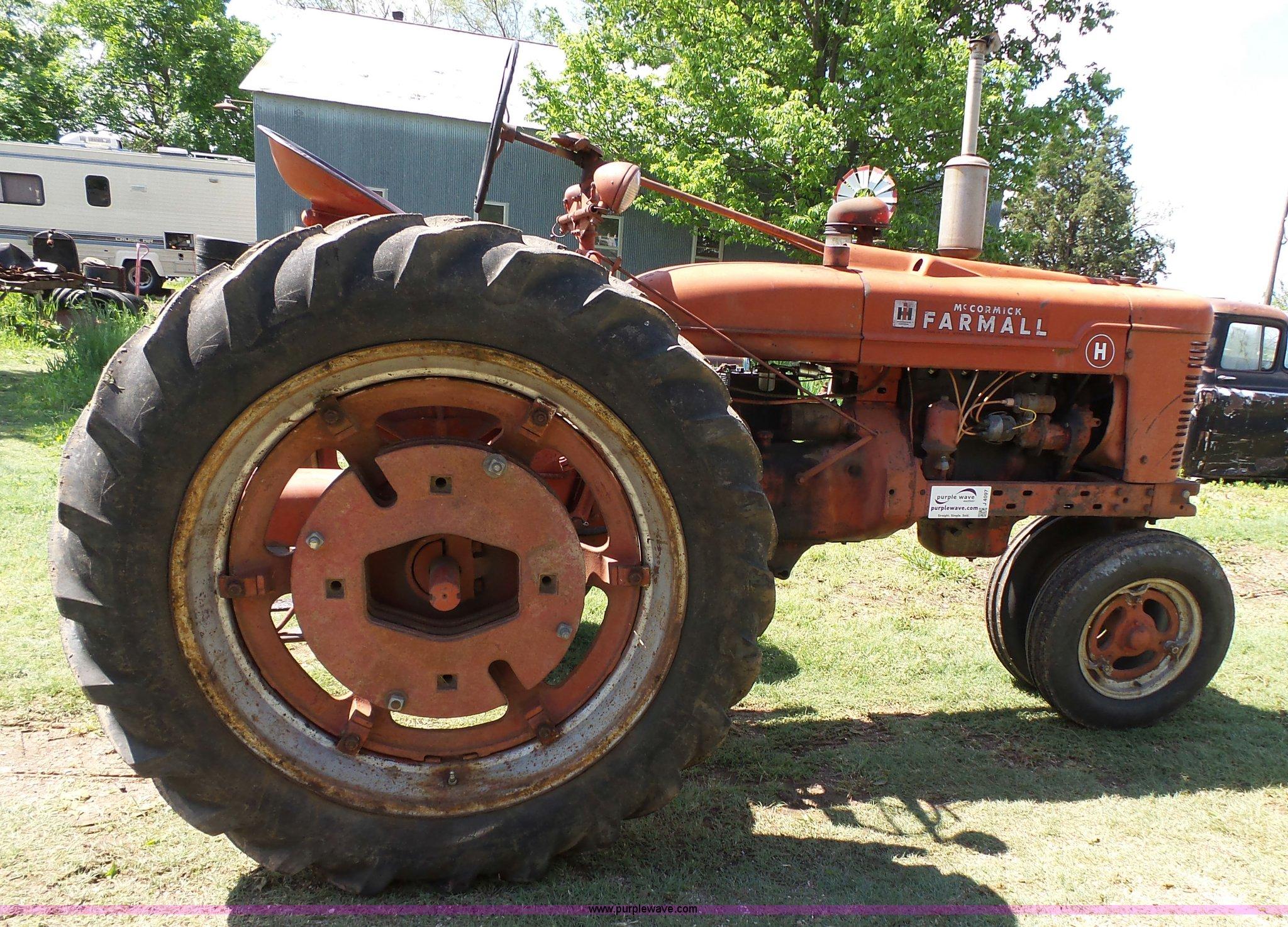 1950 Farmall H tractor   Item J4097   SOLD! June 8 Ag Equipm