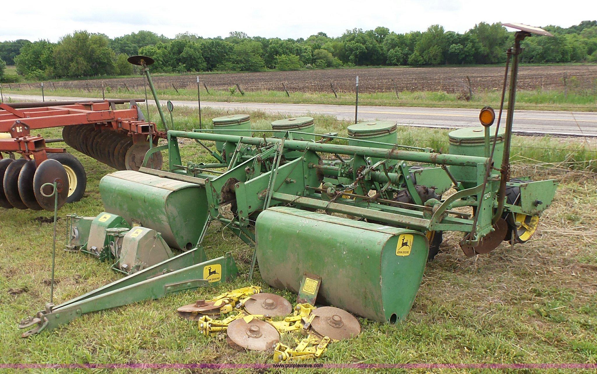 John Deere 1240 Planter Item Br9351 Sold June 29 Ag Equ