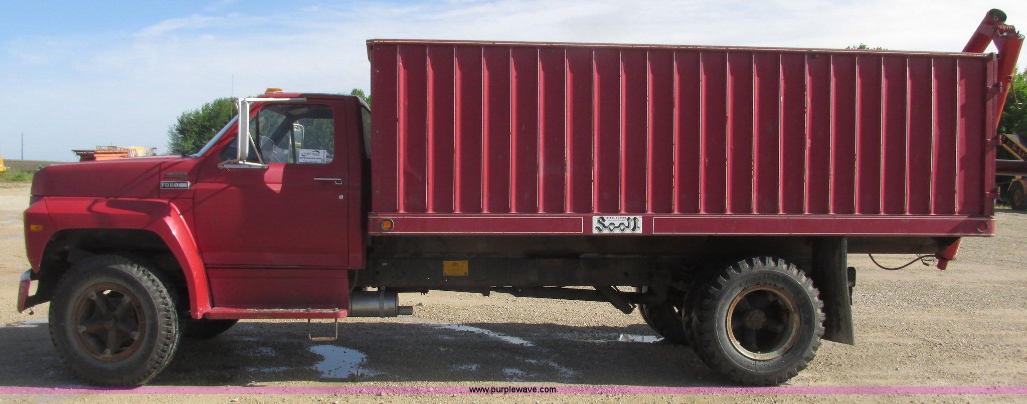 1980 ford grain truck item k4704 sold june 29 ag equipm rh purplewave com 1952 Ford Flatbed Truck Ford Farm Truck
