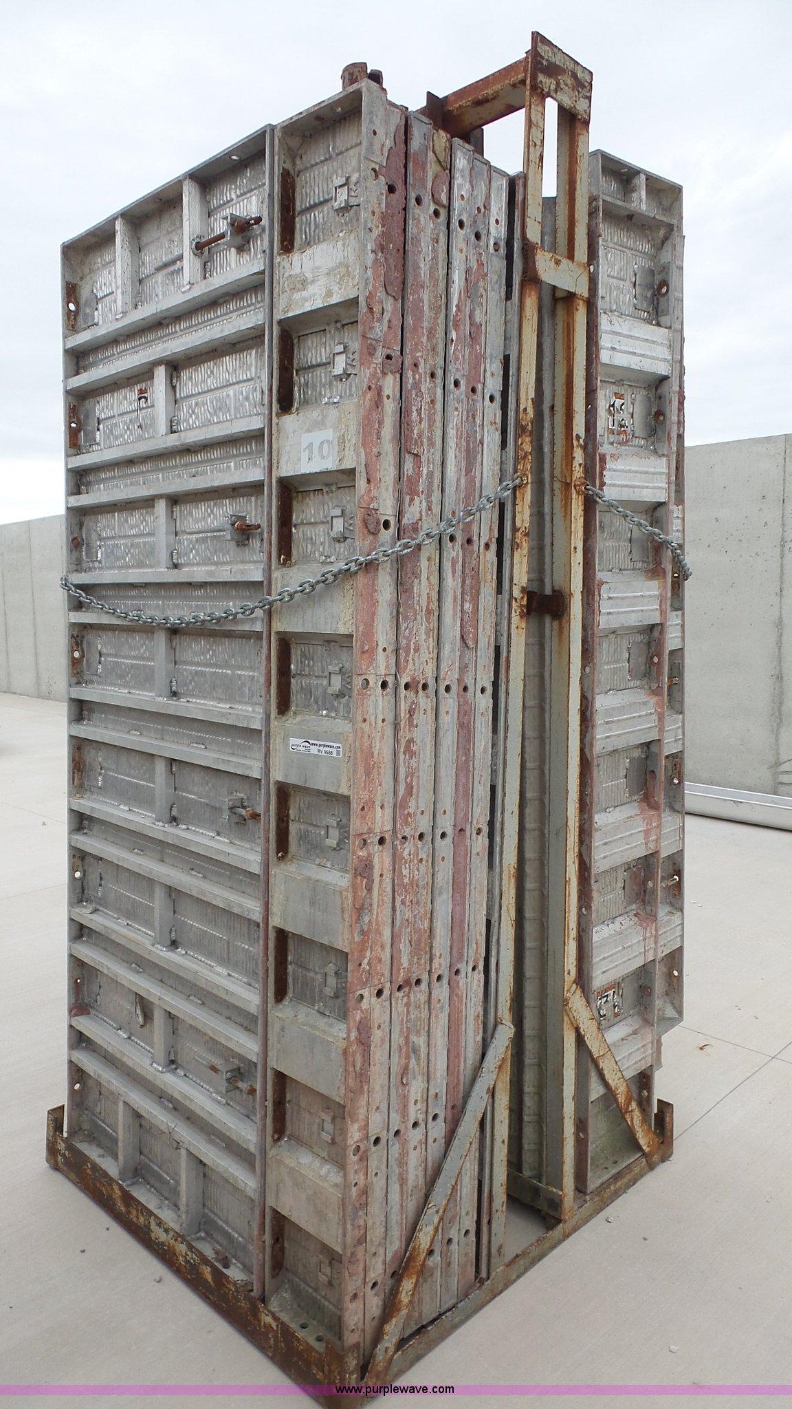 Concrete Forms For Sale >> Vertibrick Face Aluminum Concrete Forms Item Bv9588 Sold