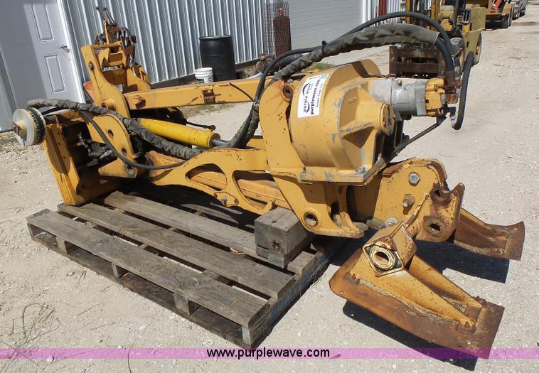 Case vibratory plow | Item L6102 | SOLD! July 14 Constructio