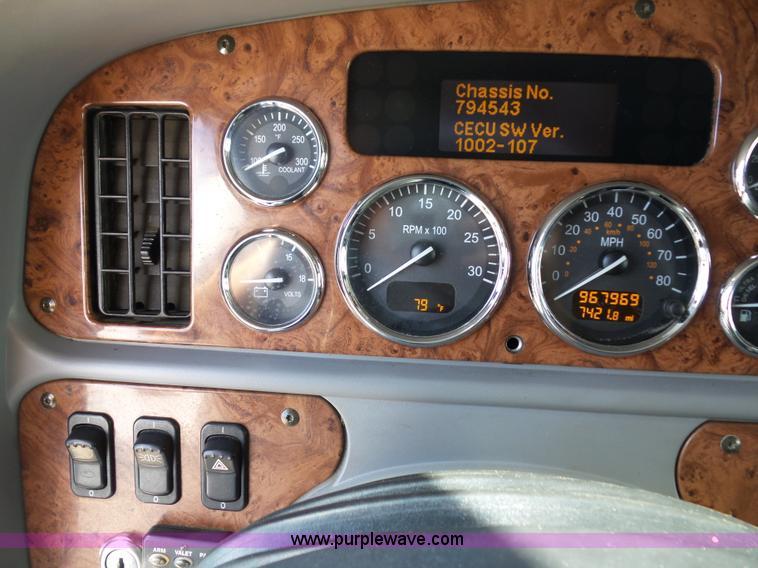 2010 Peterbilt 387 semi truck | Item L2884 | SOLD! July 21 T