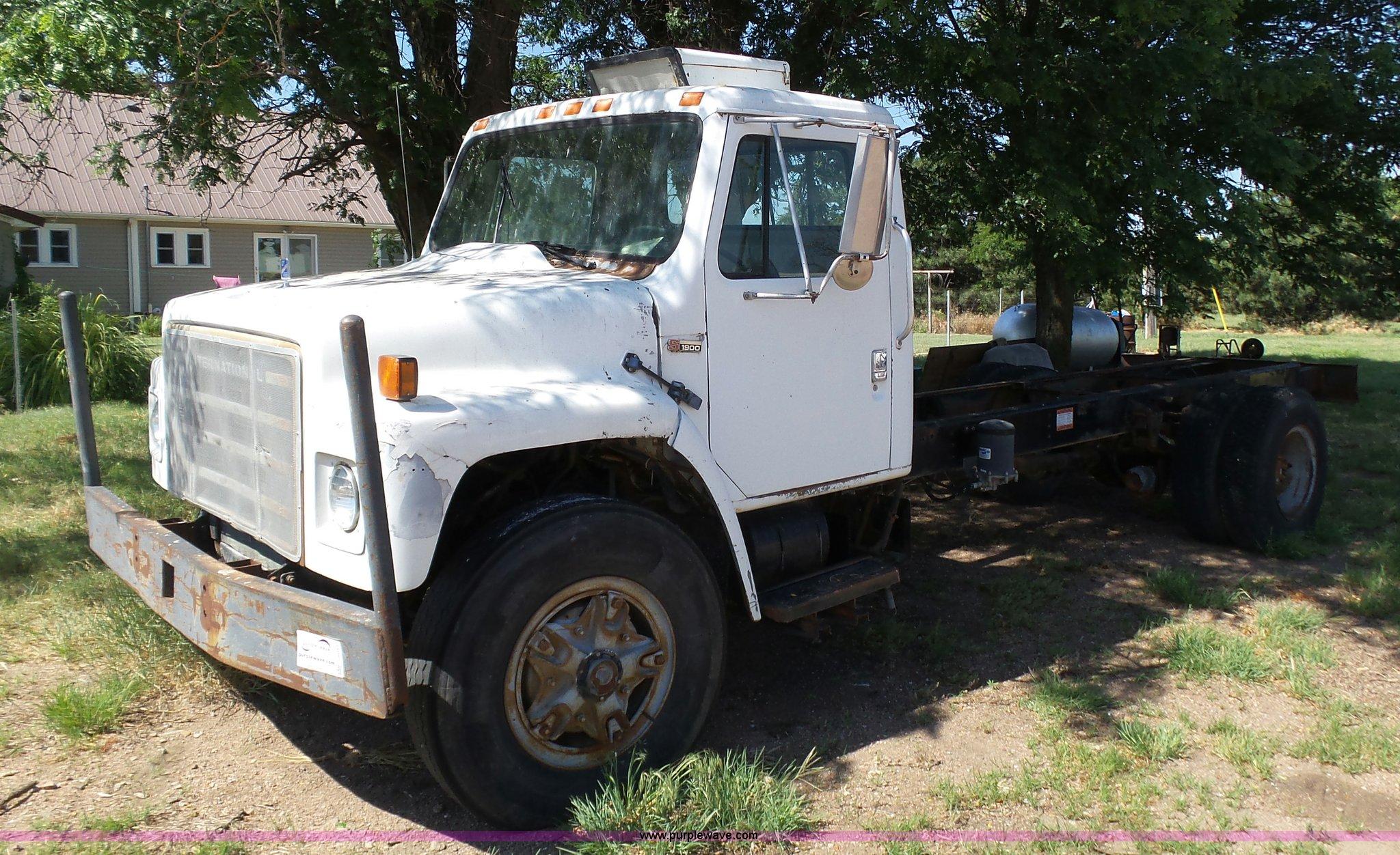 J6051 image for item J6051 1983 International S1900 truck ...