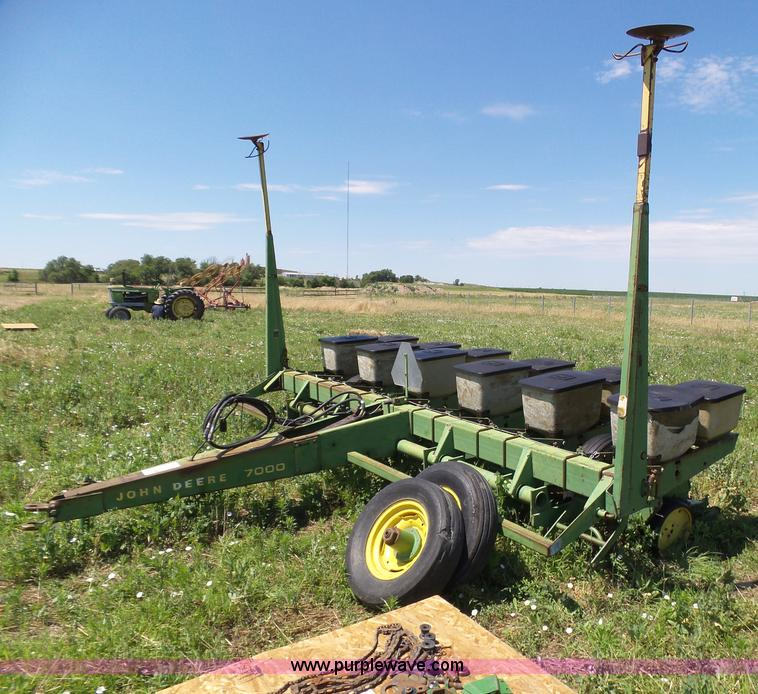John Deere 7000 No Till Twin Row Planter Item J6022 Sold