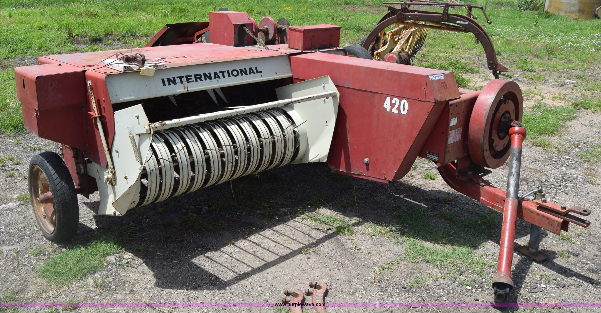 ... International 420 small square baler Full size in new window ...