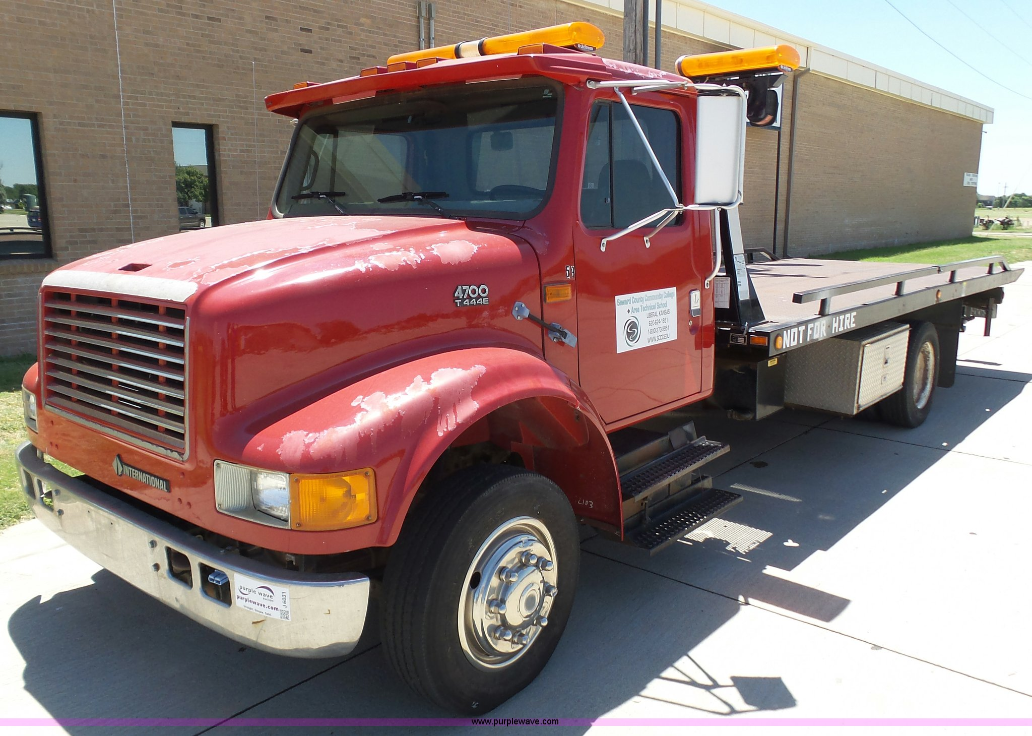 97 International 4700 >> 1997 International 4700 Rollback Truck Item J6031 Sold