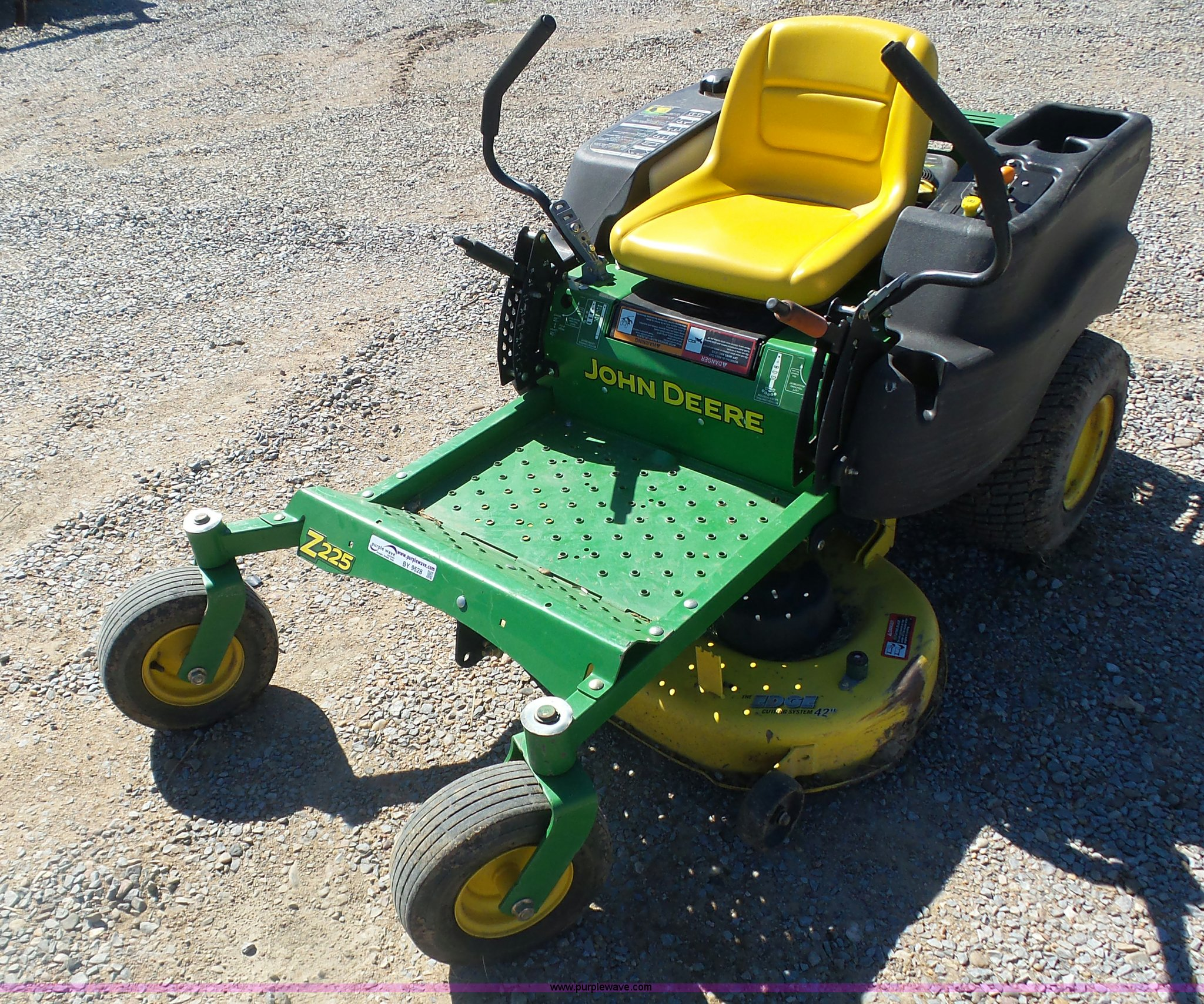 John Deere Z225 EZ-Trak ZTR lawn mower | Item BY9528 | SOLD!