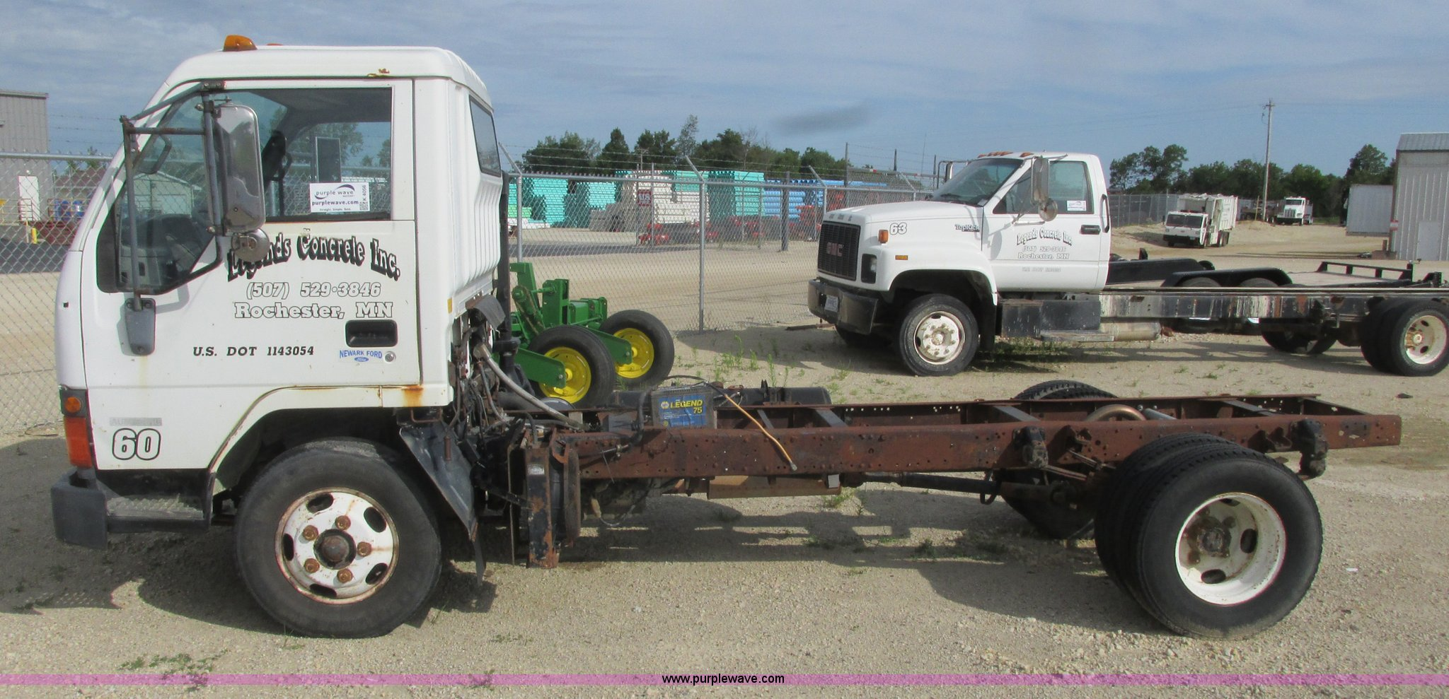 1994 Mitsubishi Fuso FE truck cab and chassis | Item K4056 |