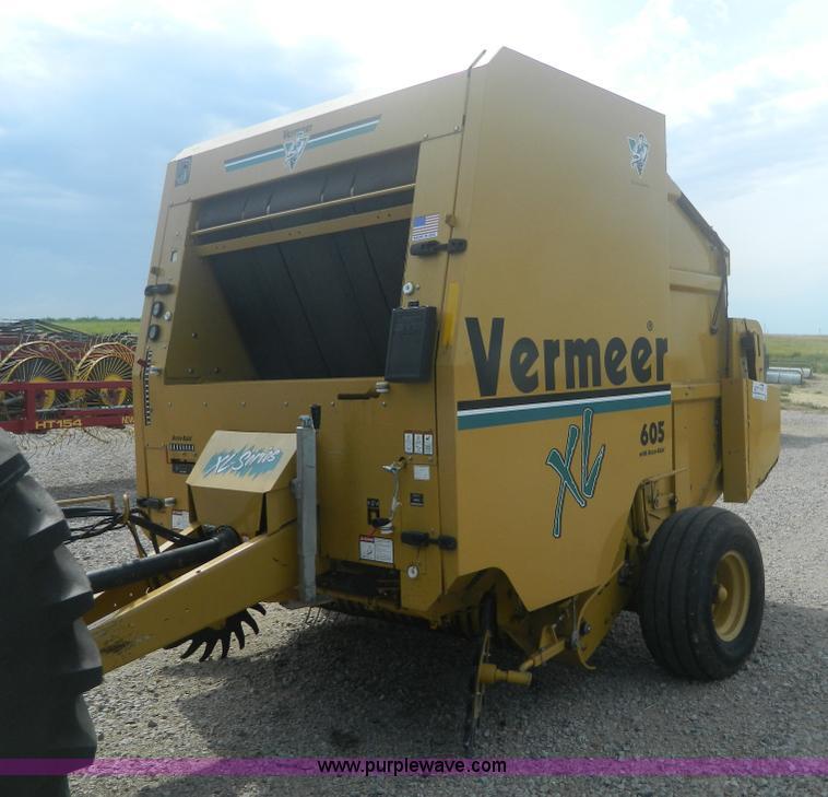 2001 Vermeer 605XL round baler   Item J8823   SOLD! August 2