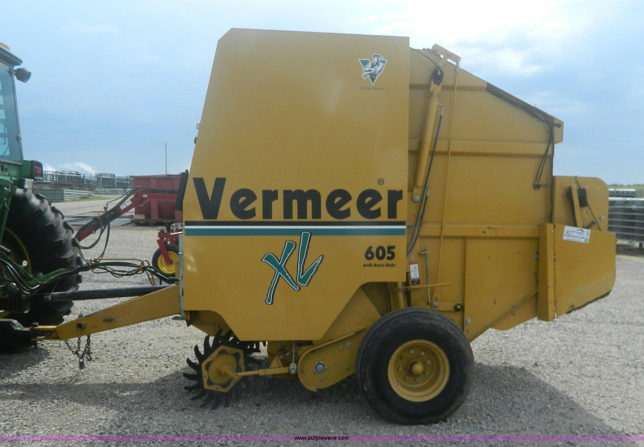 2001 Vermeer 605XL round baler | Item J8823 | SOLD! August 2