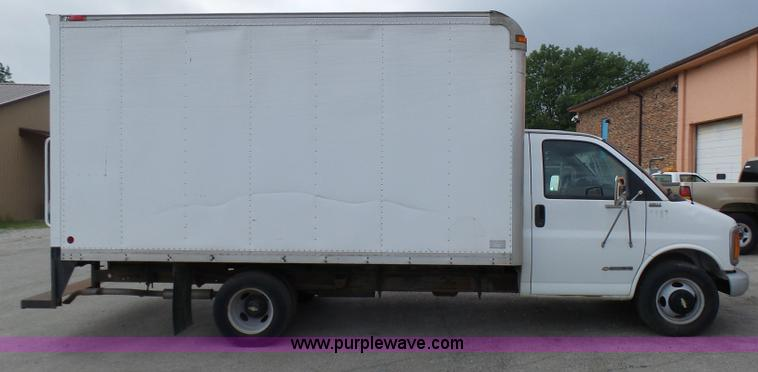 6d313e7fb0 ... AV9851 image for item AV9851 2000 Chevrolet Express G3500 box truck