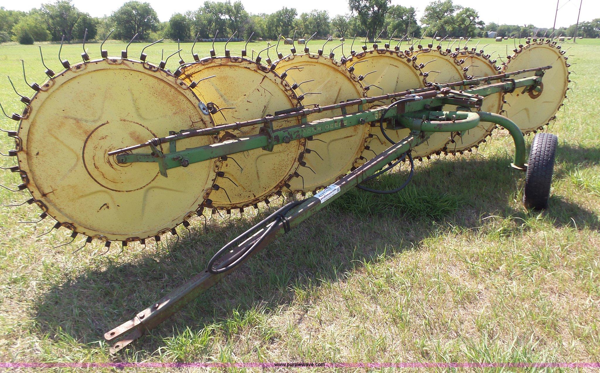 K8465 image for item K8465 John Deere 567 hay rake