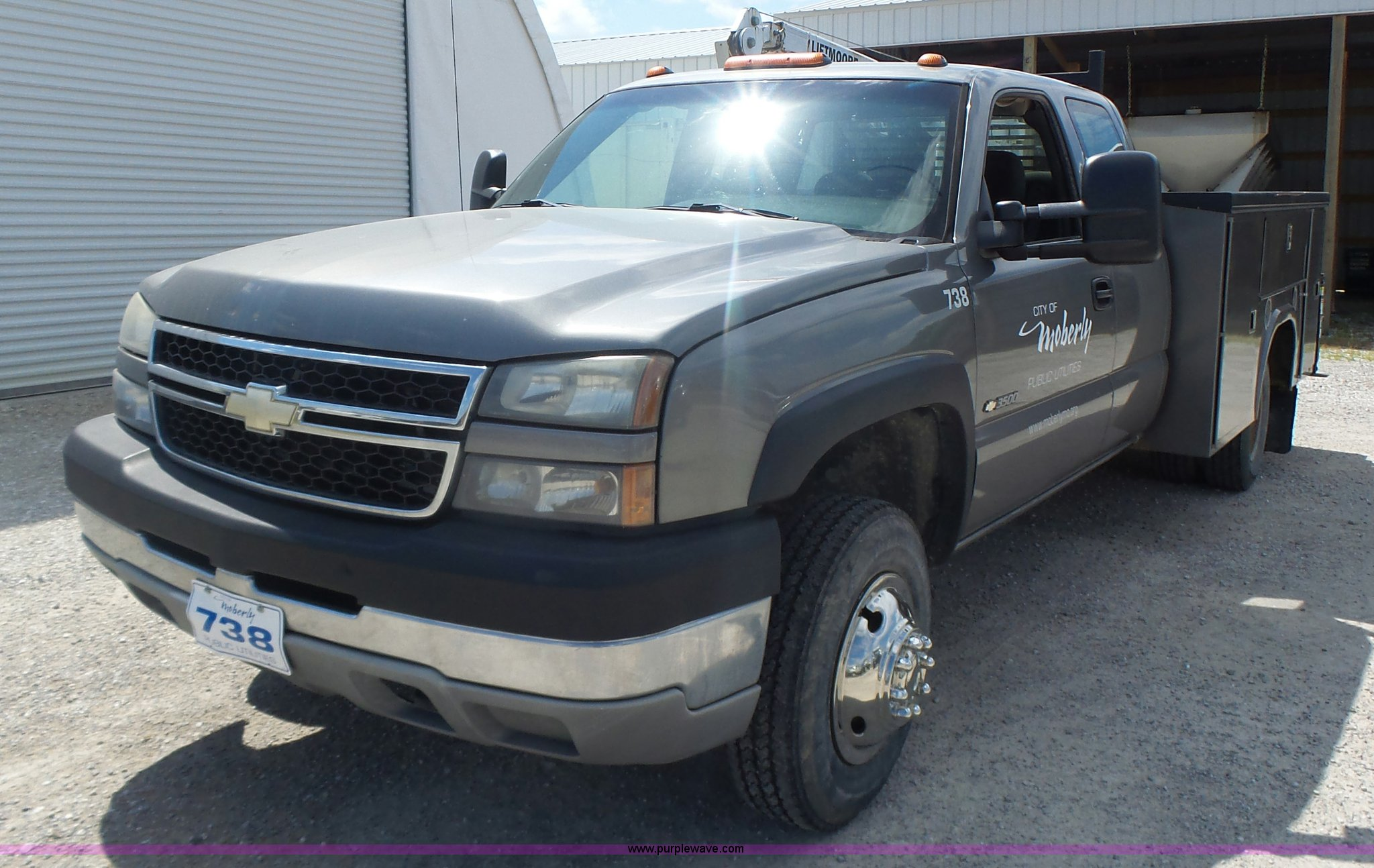 2006 chevrolet silverado 3500 ext cab utility truck with crane full size in new window