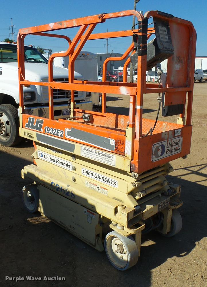 jlg e scissor lift item al c al9132 image for item al9132 jlg 1932e2 scissor lift