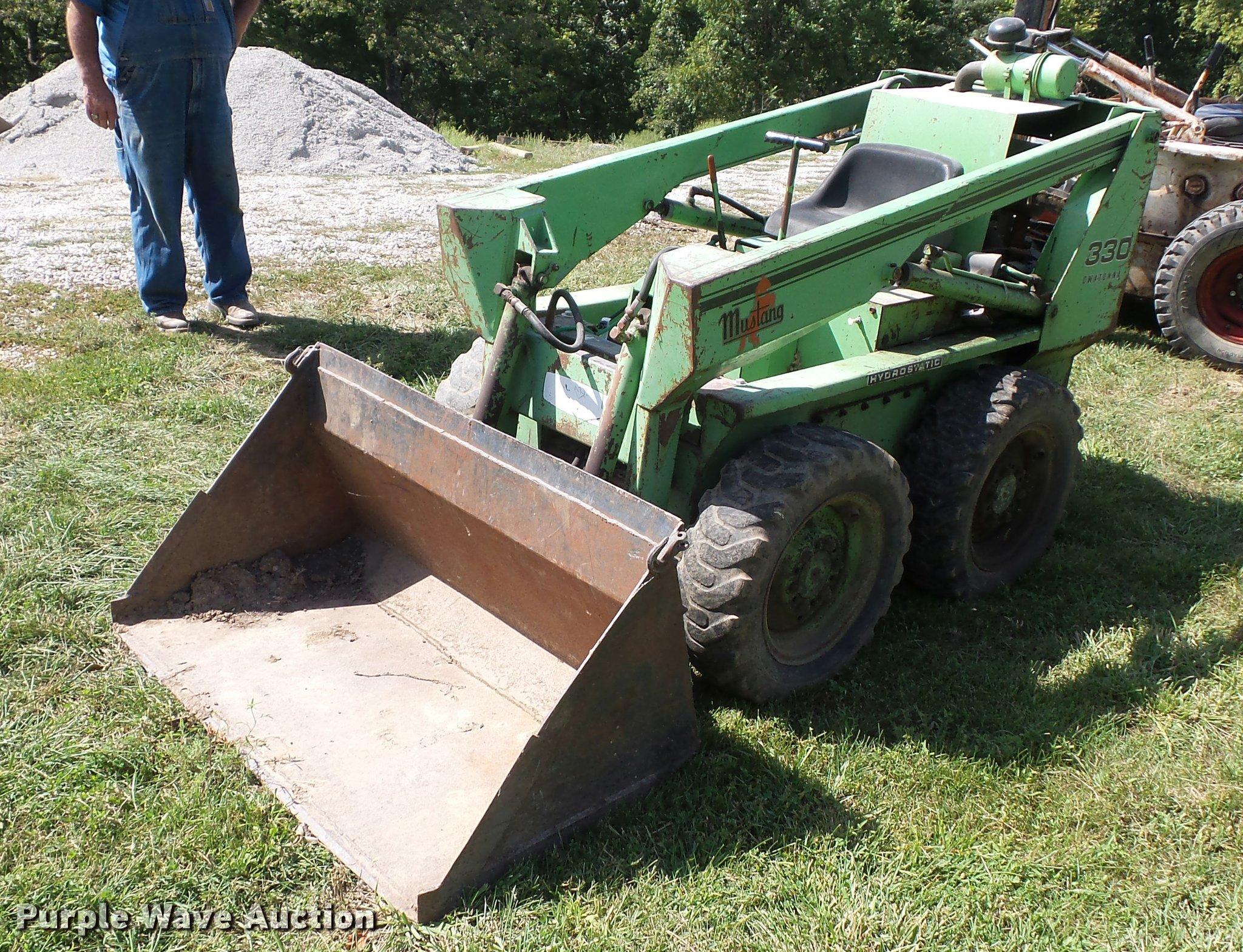 Mustang 330 skid steer | Item BG9707 | SOLD! September 29 Co