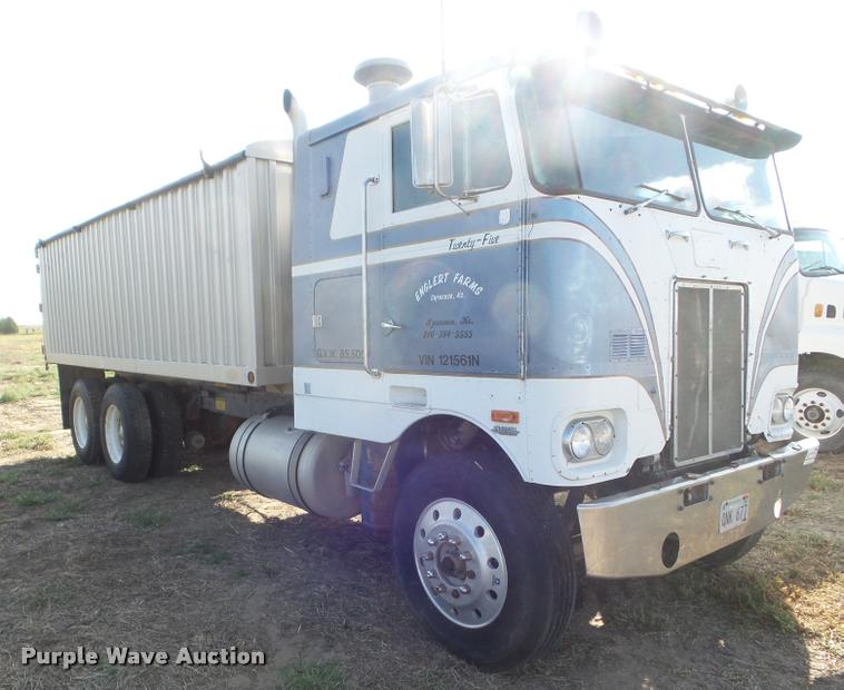1979 Peterbilt 352S86 grain truck | Item DA4622 | SOLD! Octo
