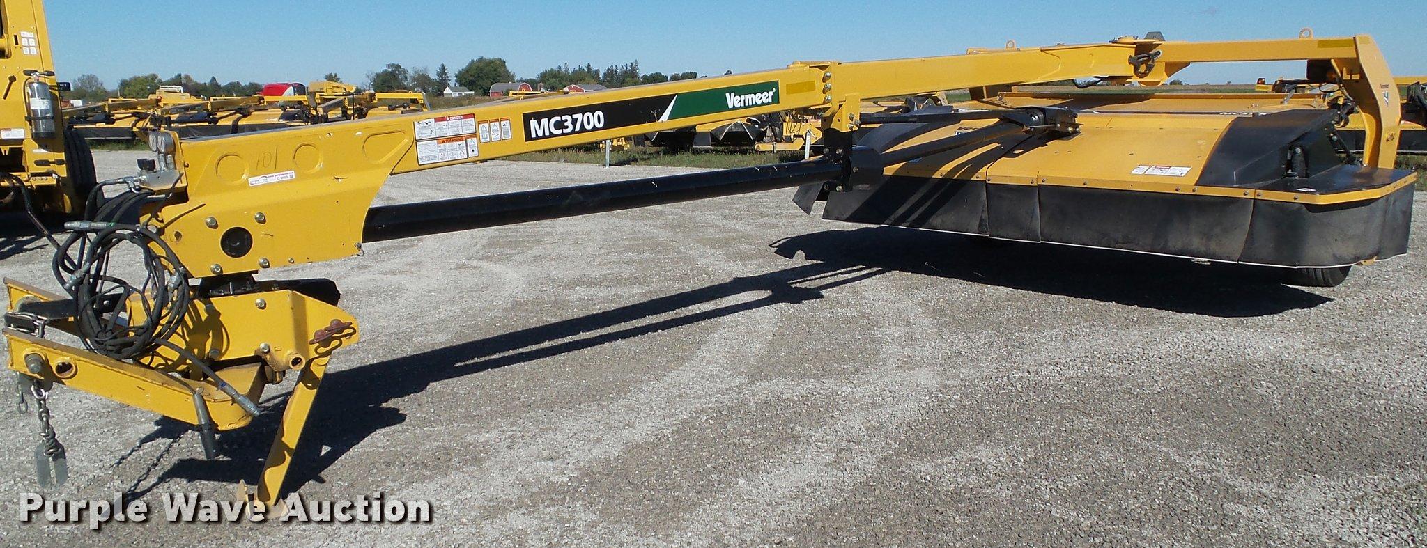 2013 Vermeer MC3700 center pivot mower conditioner | Item G9