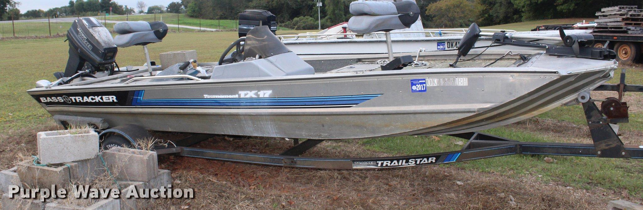 1992 Bass Tracker boat | Item AQ9555 | SOLD! November 2 Okla