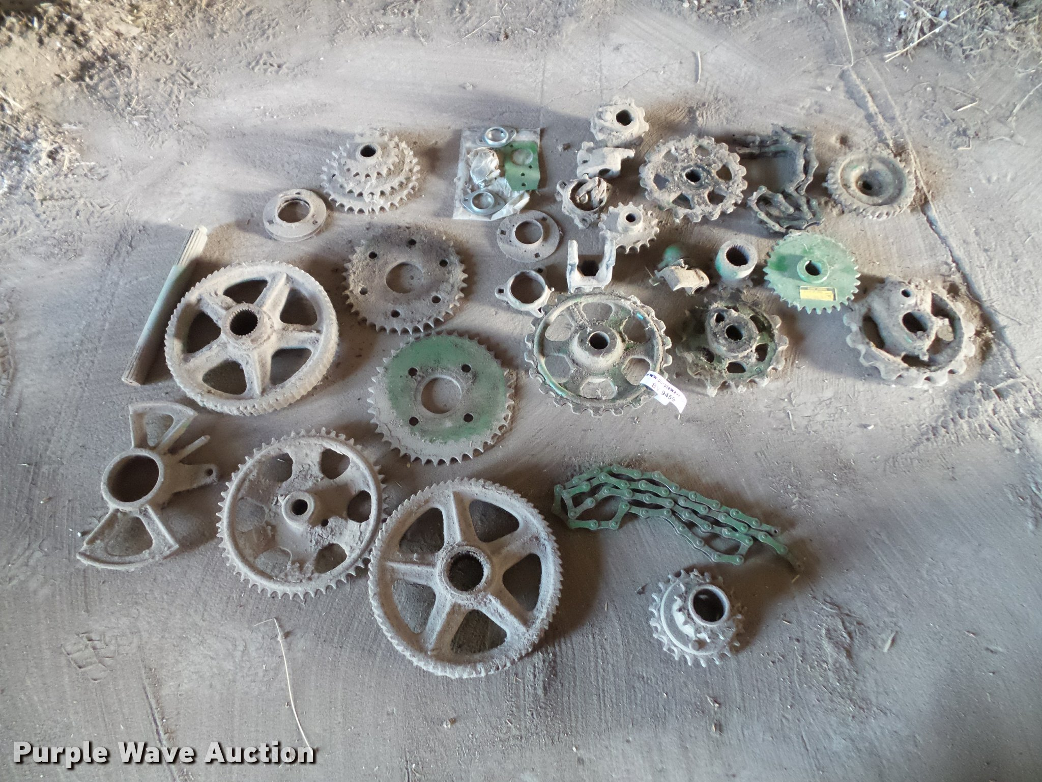 Approximately 28 John Deere chuck wagon parts | Item BV9459