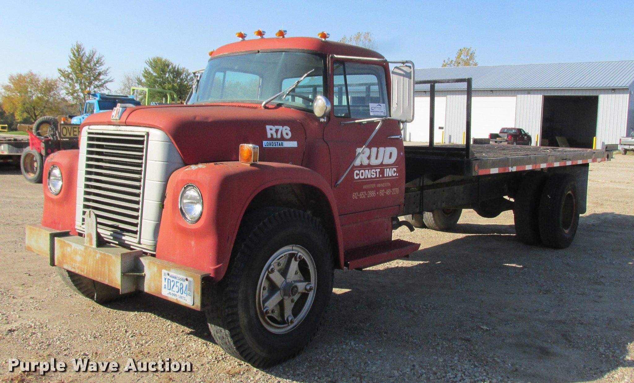 K4240 image for item K4240 1974 International Loadstar 1700 flatbed truck