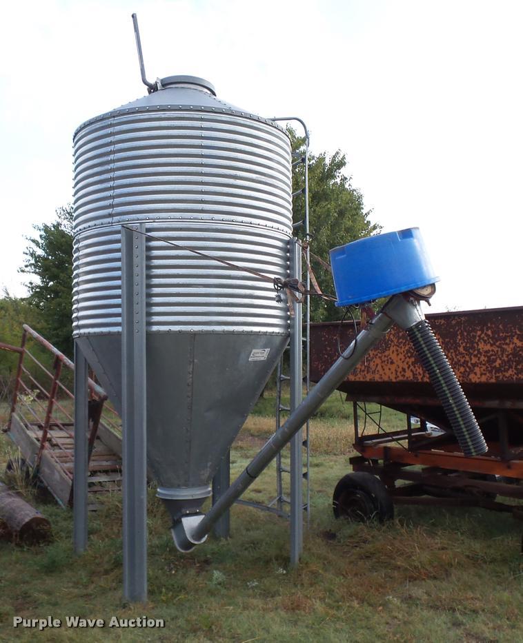 Cumberland grain bin | Item B8804 | SOLD! November 30 Vehicl